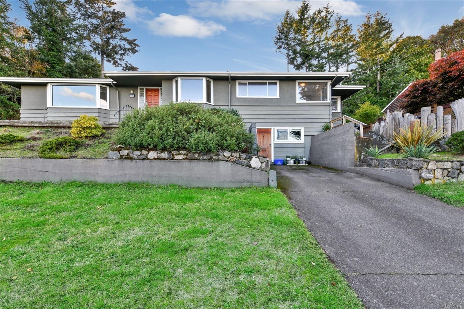 Main Photo: 5036 Lochside Dr in : SE Cordova Bay House for sale (Saanich East)  : MLS®# 858478