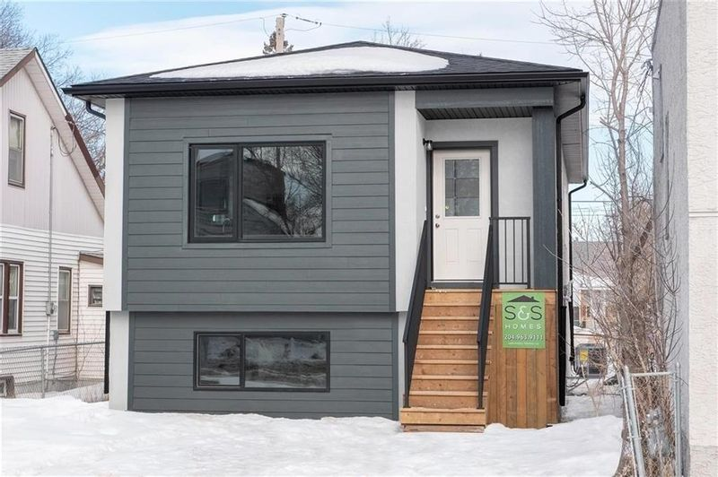FEATURED LISTING: 264 Larsen Avenue Winnipeg