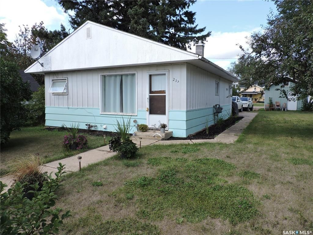 Main Photo: 232 Highway Avenue East in Preeceville: Residential for sale : MLS®# SK867697