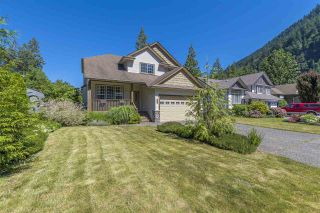 Photo 2: 511 COTTONWOOD Avenue: Harrison Hot Springs House for sale : MLS®# R2353509