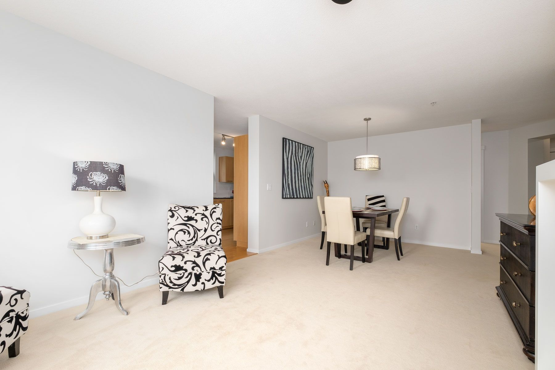 """Photo 7: Photos: 404 9339 UNIVERSITY Crescent in Burnaby: Simon Fraser Univer. Condo for sale in """"HARMONY AT THE HIGHLANDS"""" (Burnaby North)  : MLS®# R2578073"""