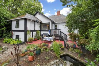 Photo 3: 1110 Rock St in Saanich: SE Maplewood House for sale (Saanich East)  : MLS®# 842954