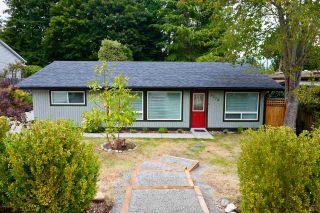 Photo 1: 5778 EBBTIDE Street in Sechelt: Sechelt District House for sale (Sunshine Coast)  : MLS®# R2396362