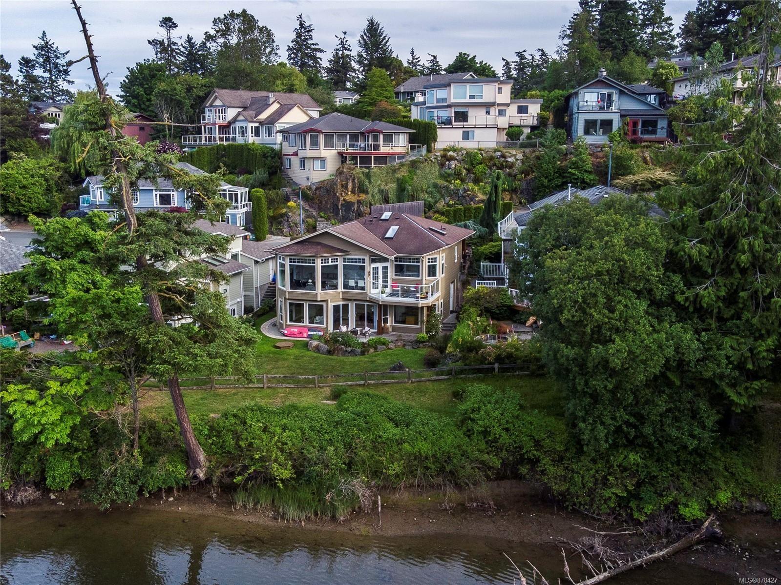Main Photo: 10 915 Glen Vale Rd in : Es Kinsmen Park House for sale (Esquimalt)  : MLS®# 878427