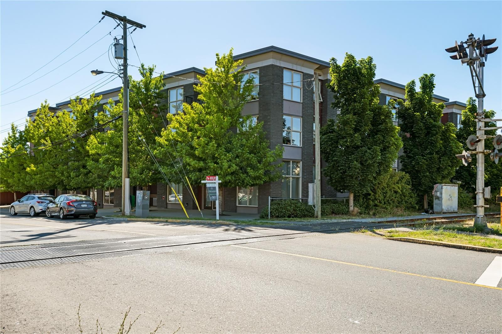 Main Photo: 202 555 Franklyn St in : Na Old City Condo for sale (Nanaimo)  : MLS®# 882105
