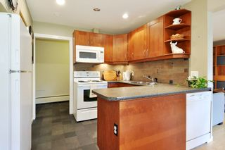 "Photo 8: 720 WESTVIEW Crescent in North Vancouver: Central Lonsdale Condo for sale in ""Cypress Gardens"" : MLS®# R2370300"