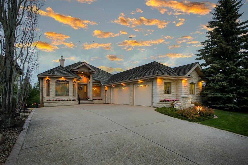 Main Photo: 758 Butterworth Drive in Edmonton: Zone 14 House for sale : MLS®# E4246090