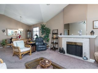 """Photo 10: 13 19649 53 Avenue in Langley: Langley City Townhouse for sale in """"Huntsfield Green"""" : MLS®# R2412498"""