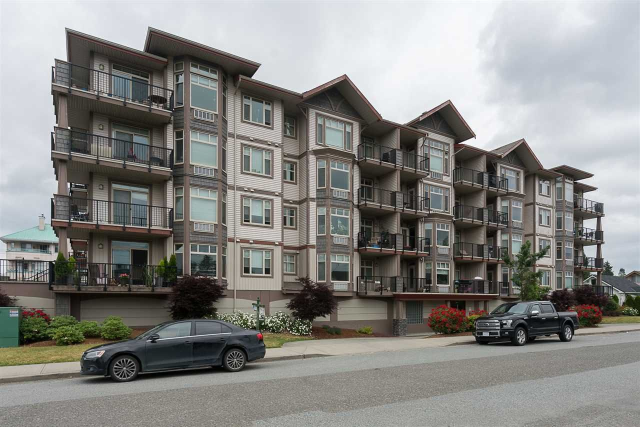 Main Photo: 405 46021 SECOND Avenue in Chilliwack: Chilliwack E Young-Yale Condo for sale : MLS®# R2177671
