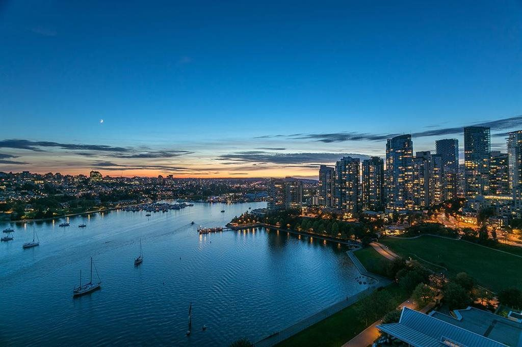 Main Photo: 2201 1328 MARINASIDE CRESCENT in Vancouver: Yaletown Condo for sale (Vancouver West)  : MLS®# R2507733
