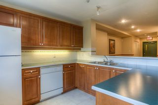 "Photo 12: 404 3001 TERRAVISTA Place in Port Moody: Port Moody Centre Condo for sale in ""NAKISKA"" : MLS®# R2096996"