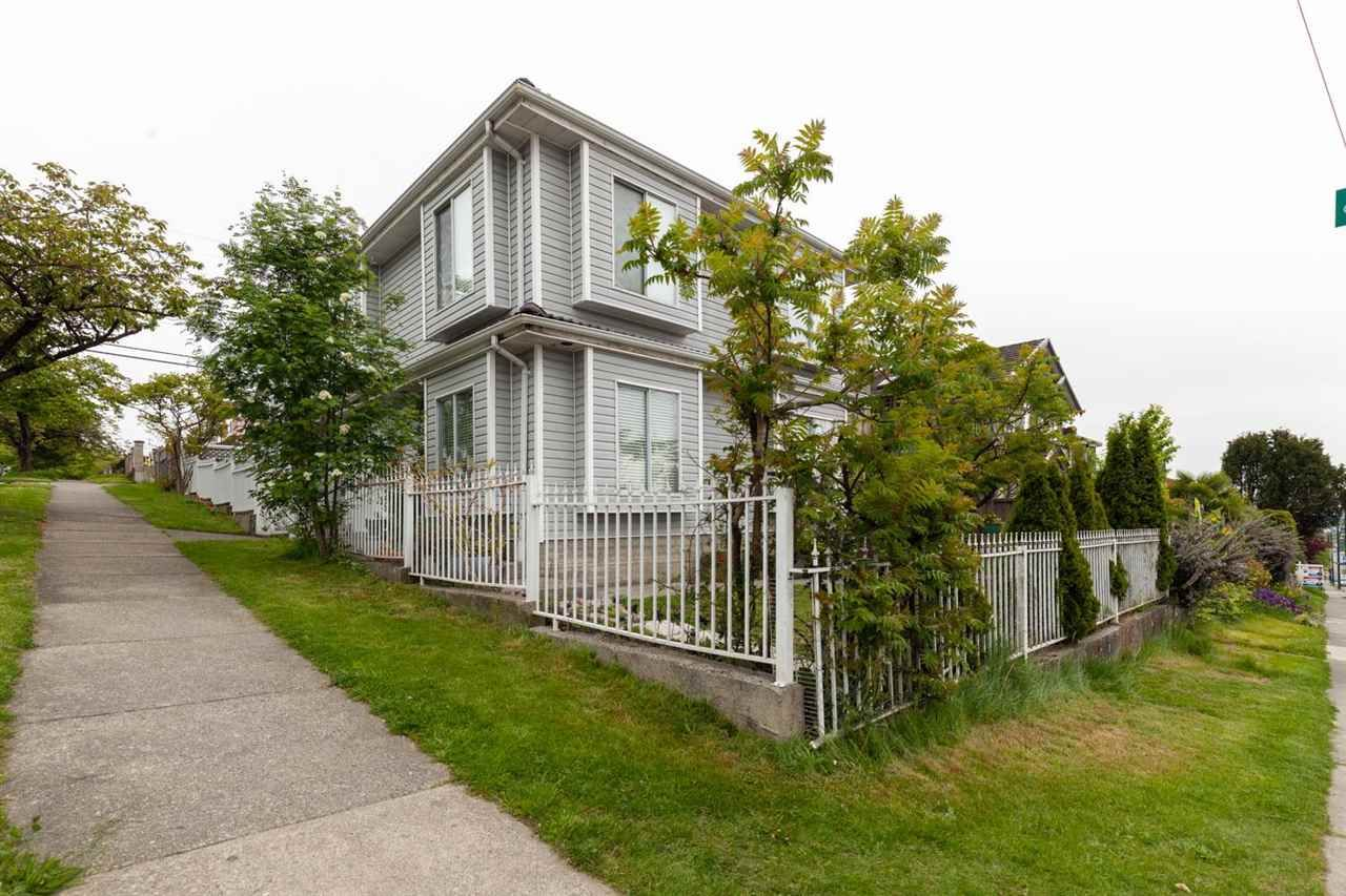 Main Photo: 700 E 59TH Avenue in Vancouver: South Vancouver House for sale (Vancouver East)  : MLS®# R2594940