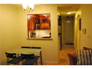 """Photo 4: 103 1959 W 2ND Avenue in Vancouver: Kitsilano Condo for sale in """"CARMEL PLACE"""" (Vancouver West)  : MLS®# V887006"""