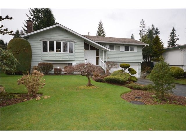 """Main Photo: 816 BAKER Drive in Coquitlam: Chineside House for sale in """"CHINESIDE"""" : MLS®# V994610"""