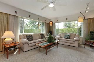 Photo 4: 2412 LARSON Road in North Vancouver: Central Lonsdale House for sale : MLS®# R2158525