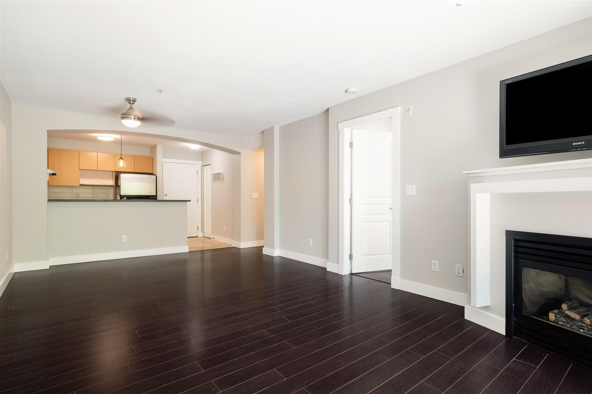 """Photo 5: Photos: 211 9339 UNIVERSITY Crescent in Burnaby: Simon Fraser Univer. Condo for sale in """"HARMONY"""" (Burnaby North)  : MLS®# R2597666"""