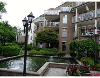 "Photo 1: 406 15340 19A Avenue in Surrey: King George Corridor Condo for sale in ""STRATFORD GARDENS"" (South Surrey White Rock)  : MLS®# F2914503"