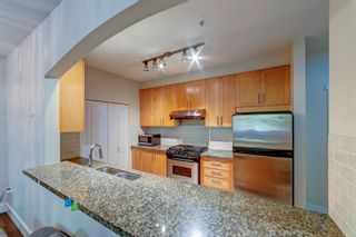 """Photo 4: 211 4885 VALLEY Drive in Vancouver: Quilchena Condo for sale in """"MACLURE HOUSE"""" (Vancouver West)  : MLS®# R2618425"""
