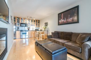 """Photo 4: 1705 969 RICHARDS Street in Vancouver: Downtown VW Condo for sale in """"Mondrian II"""" (Vancouver West)  : MLS®# R2344228"""