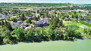 Photo 3: 6628 Bow Crescent NW in Calgary: Bowness Detached for sale : MLS®# A1047495
