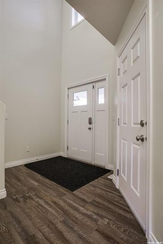 Photo 3: 507 Maple Crescent in Warman: Residential for sale : MLS®# SK864212