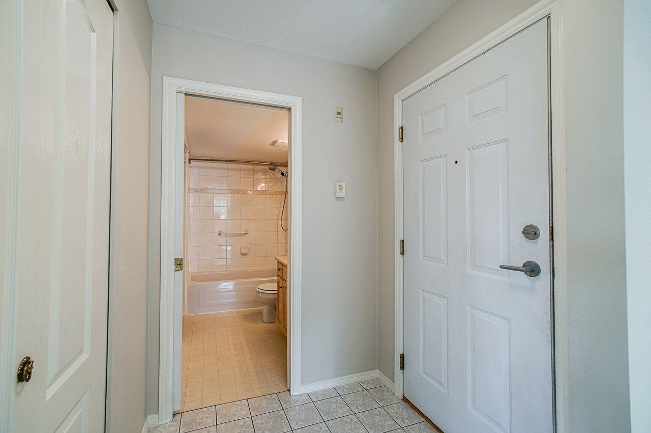 Photo 9: Photos: 306 2962 TRETHEWEY STREET in Abbotsford: Abbotsford West Condo for sale : MLS®# R2470028