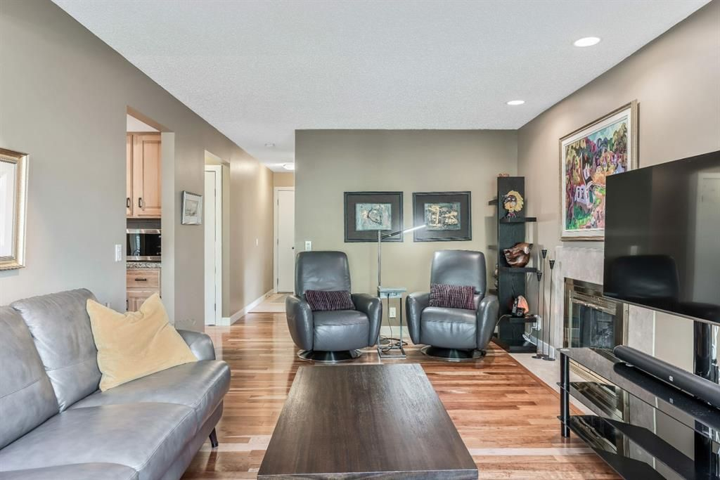 Photo 16: Photos: 84 WOODBROOK Close SW in Calgary: Woodbine Detached for sale : MLS®# A1037845