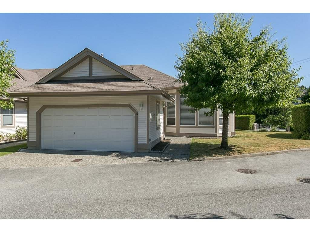 "Main Photo: 98 9025 216 Street in Langley: Walnut Grove Townhouse for sale in ""Coventry Woods"" : MLS®# R2142723"