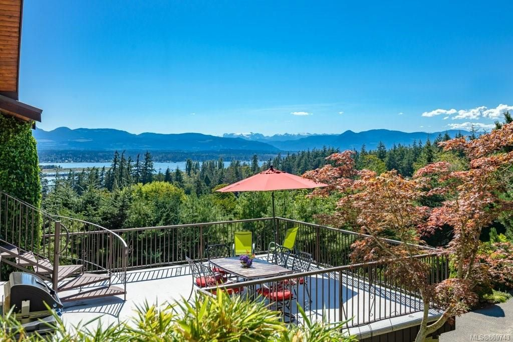 Main Photo: 130 Hawkins Rd in : CV Comox Peninsula House for sale (Comox Valley)  : MLS®# 869743