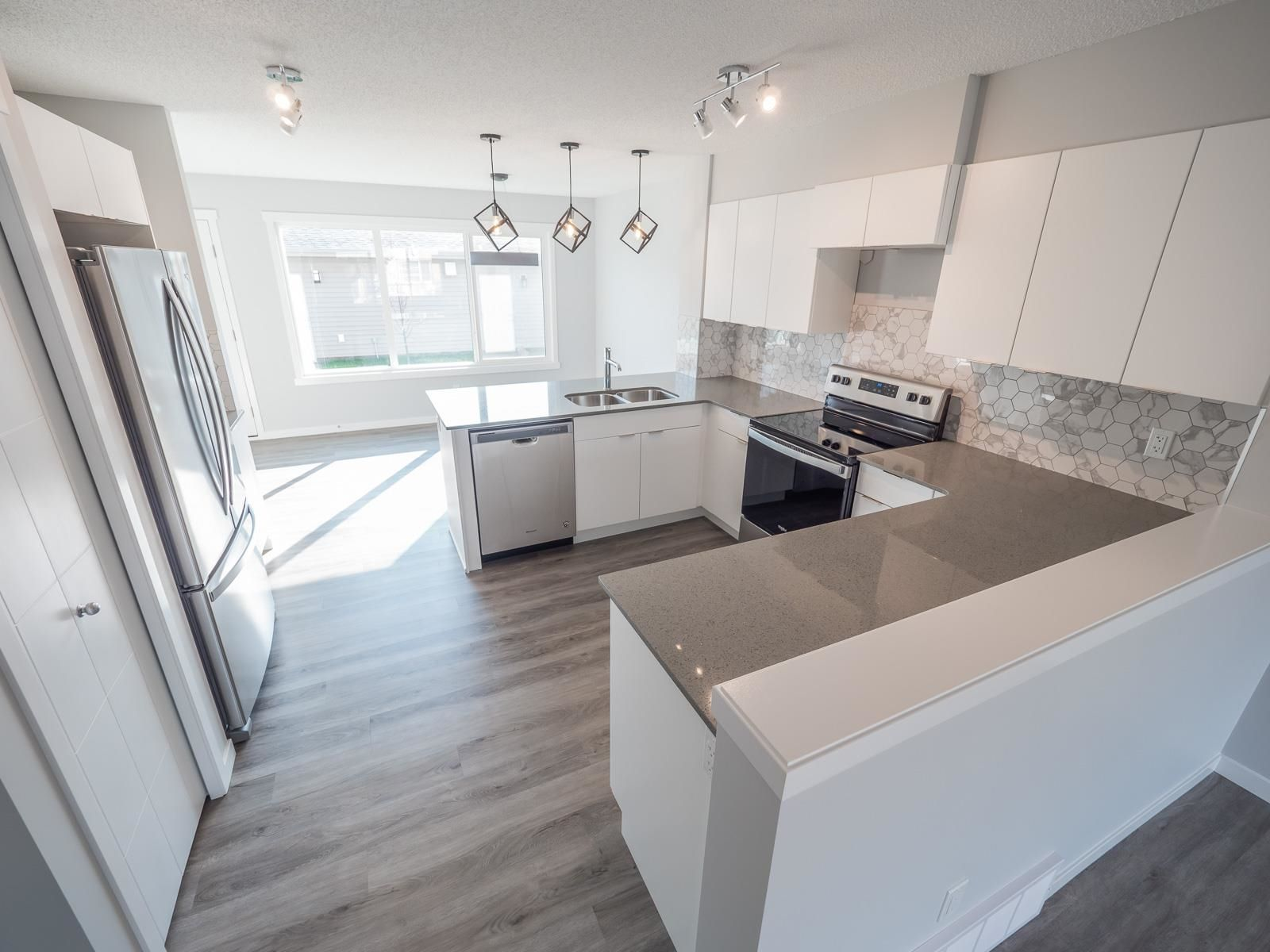 Main Photo: 2613 201 Street in Edmonton: Zone 57 Attached Home for sale : MLS®# E4262204