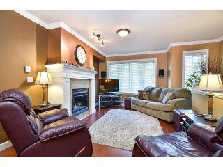 """Photo 2: 18 6238 192ND Street in Surrey: Cloverdale BC Townhouse for sale in """"BAKERVIEW TERRACE"""" (Cloverdale)  : MLS®# F1420554"""