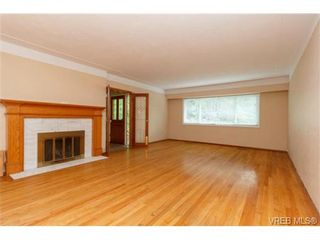 Photo 3: 1083 Joan Cres in VICTORIA: Vi Rockland House for sale (Victoria)  : MLS®# 710463