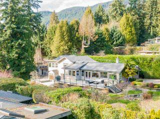 Main Photo: 2055 26TH Street in West Vancouver: Queens House for sale : MLS®# R2551794