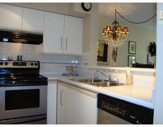 "Photo 9: 207 2401 HAWTHORNE Avenue in Port_Coquitlam: Central Pt Coquitlam Condo for sale in ""STONEBROOK"" (Port Coquitlam)  : MLS®# V765576"