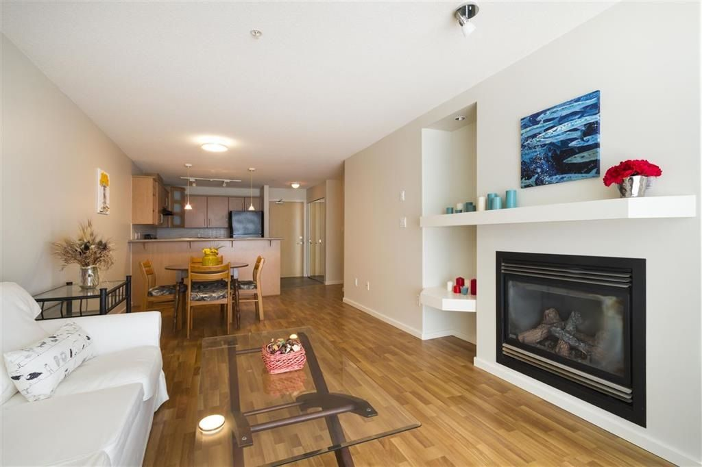"""Photo 3: Photos: 205 3148 ST JOHNS Street in Port Moody: Port Moody Centre Condo for sale in """"SONRISA"""" : MLS®# R2560726"""
