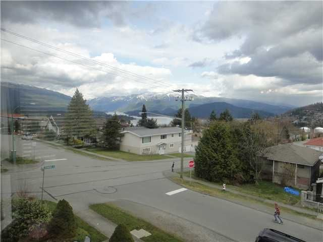 """Main Photo: 17 WARWICK Avenue in Burnaby: Capitol Hill BN House for sale in """"BURNABY MOUNTAIN/ BURRARD INLET"""" (Burnaby North)  : MLS®# V938313"""