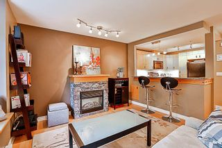 """Photo 2: 33 7488 SOUTHWYNDE Avenue in Burnaby: South Slope Townhouse for sale in """"LEDGESTONE 1"""" (Burnaby South)  : MLS®# R2176446"""