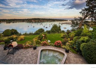 Photo 2: 3555 Beach Dr in Oak Bay: OB Uplands House for sale : MLS®# 886317