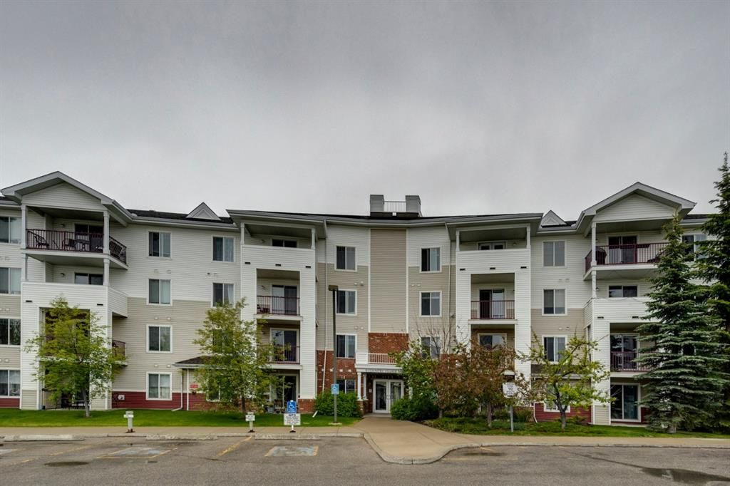 Main Photo: 304 9 Country Village Bay NE in Calgary: Country Hills Village Apartment for sale : MLS®# A1117217