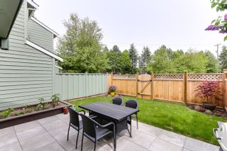 """Photo 2: 3 9994 149 Street in Surrey: Guildford Townhouse for sale in """"TALL TIMBERS"""" (North Surrey)  : MLS®# R2369624"""