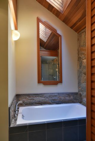 Photo 10: 6853 ISLAND VIEW Road in Sechelt: Sechelt District House for sale (Sunshine Coast)  : MLS®# R2610848