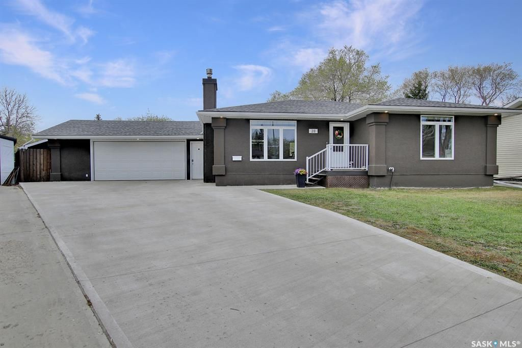 Main Photo: 28 Forestview Bay in Regina: Uplands Residential for sale : MLS®# SK854921