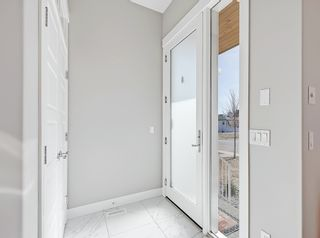 Photo 2: 646 24 Avenue NW in Calgary: Mount Pleasant Semi Detached for sale : MLS®# A1082393