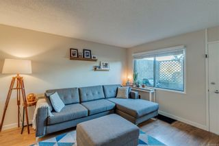 Photo 1: 5 477 Lampson St in : Es Old Esquimalt Condo for sale (Esquimalt)  : MLS®# 859012
