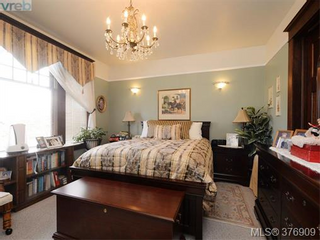 Photo 6: 907 Raynor in Victoria: Victoria West Home for sale : MLS®# 376909