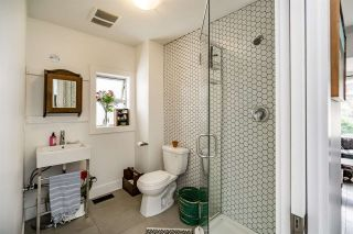 Photo 2: 869 E 13TH Avenue in Vancouver: Mount Pleasant VE House for sale (Vancouver East)  : MLS®# R2242982
