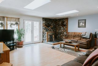 Photo 5: 8020 COOPER Road in Halfmoon Bay: Halfmn Bay Secret Cv Redroofs House for sale (Sunshine Coast)  : MLS®# R2601037