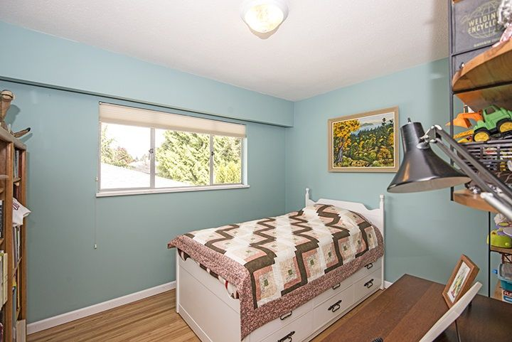 Photo 9: Photos: 1327 BRISBANE Avenue in Coquitlam: Harbour Chines House for sale : MLS®# R2061600