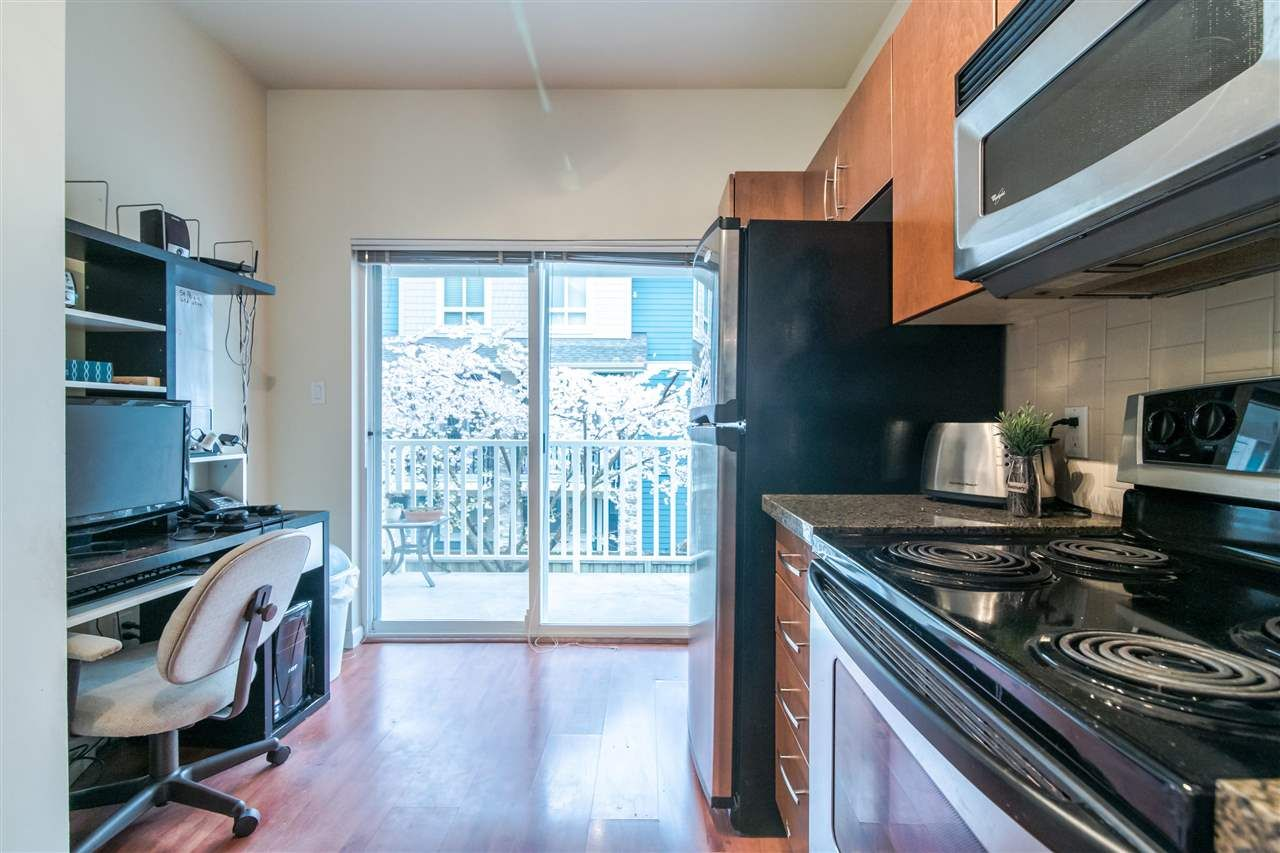 """Photo 8: Photos: 4 935 EWEN Avenue in New Westminster: Queensborough Townhouse for sale in """"COOPERS LANDING"""" : MLS®# R2355621"""
