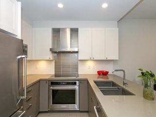 """Photo 9: 211 3399 NOEL Drive in Burnaby: Sullivan Heights Condo for sale in """"CAMERON"""" (Burnaby North)  : MLS®# R2465888"""
